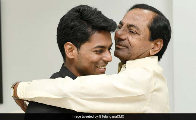 Telangana Chief Minister's Lunch With IAS Topper And His Parents