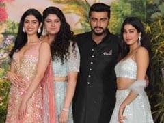 श्रीदेवी की बेटियों के साथ दिखीं अर्जुन कपूर की बॉन्डिंग, तीनों बहनों के साथ दिए पोज; देखें Video