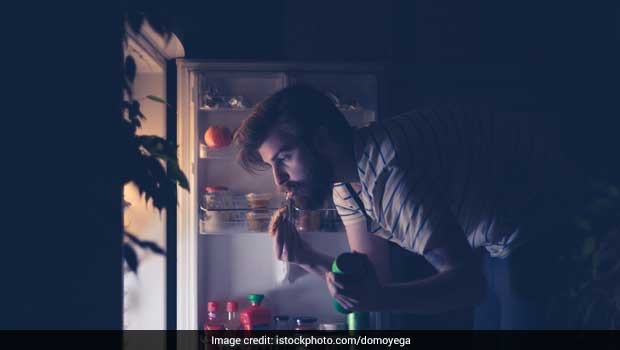 Snacking At Night? Here's How You Can Stop Binge-Eating - Expert Tips