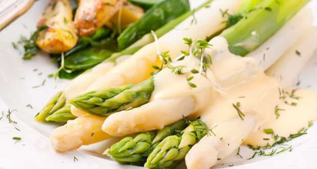 Steamed Asparagus with Potato and Leek Sauce