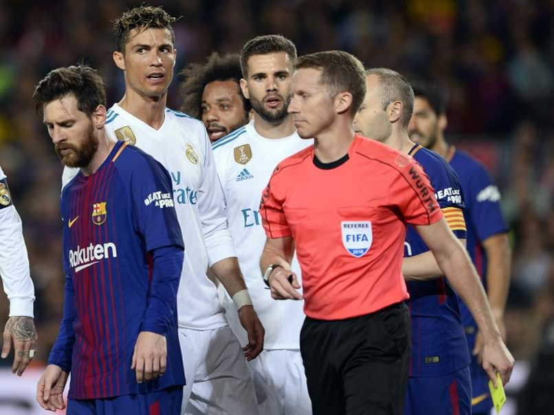 Lionel Messi Strike Helps 10-Man Barcelona Draw vs Real Madrid As Cristiano Ronaldo Goes Off Injured