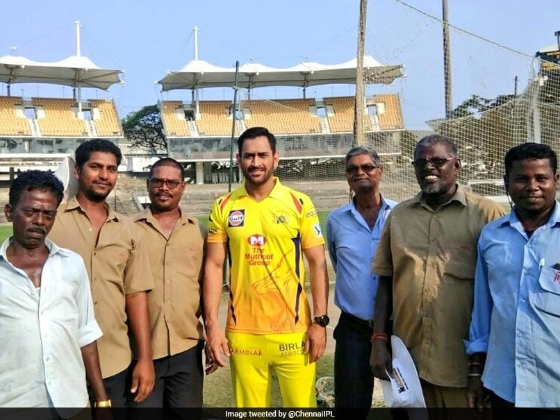 IPL 2018: MS Dhoni Spends Time With Stadium Ground Staff On Labour Day, Twitter Loves It