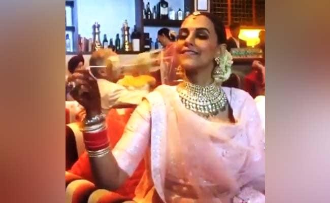 नेहा धूपिया और अंगद बेदी का पुराना Video हुआ Viral, इस अंदाज में मस्ती करते आ रहे नजर