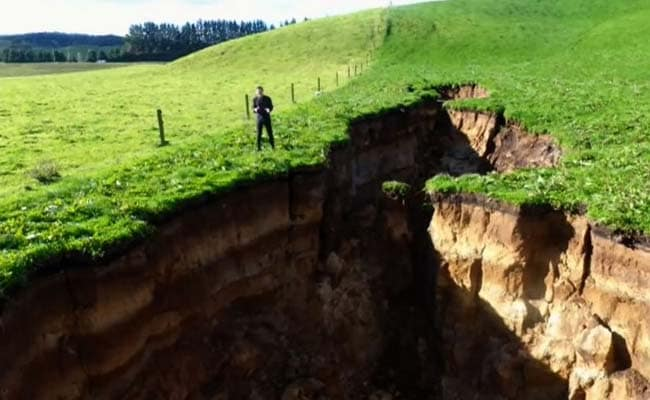 Giant Sinkhole Opens Up In New Zealand. Underneath, 60,000-Year-Old Volcano
