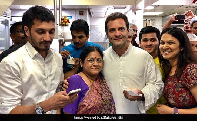 rahul gandhi at richie rich ice cream parlour