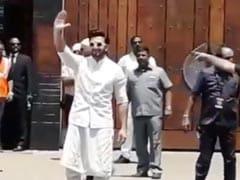 सोनम कपूर की शादी में बिंदास अंदाज में पहुंचे रणवीर सिंह, मचा 'बाबा बाबा' का शोर; देखें Video