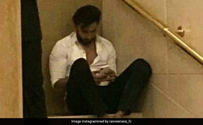 महफिल में जमकर थिरके फिर तन्हाई में कुछ यूं गमगीन दिखे रणवीर सिंह, किसे कर रहे थे मिस?