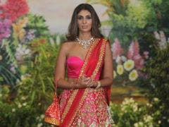 Who Was On The Dancefloor At Sonam Kapoor's Reception? Shweta Bachchan Nanda, For One
