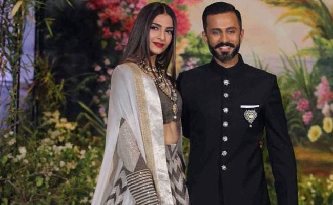 Sonam posts first pic with husband Anand after wedding
