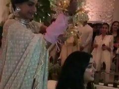 Sonam Kapoor's <I>Mehendi</i>: The Bride Says 'Sorry, <i>Jaanu</i>' To Janhvi After Kaleere Blooper