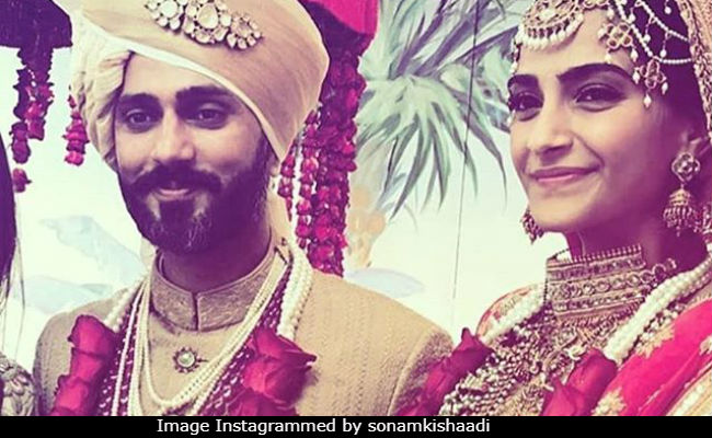 What We Learnt From Sonam Kapoor And Anand Ahuja's Varmaala: Mommy Knows Best, Always
