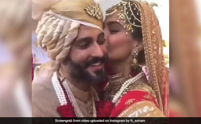 Sonam और Anand हैं Perfect Match, शादी की ये तस्वीरें और वीडियो हैं सबूत