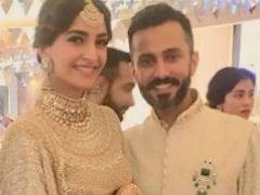 Sonam Kapoor, Anand Ahuja's <I>Shaandaar Mehendi</i>: Inside Pics And Video