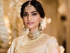 Sonam Kapoor Wedding: संगीत में डिजाइनर लहंगे के साथ सोनम ने पहना मां का हार