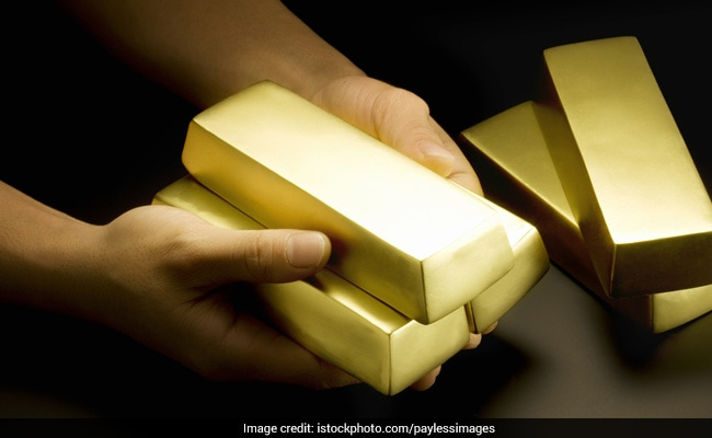 Gold climbs to Rs 32,475 on global cues, wedding demand