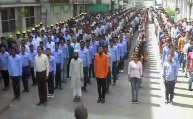 In Surat, Workers Of A Dyeing Mill Start Their Day With The National Anthem