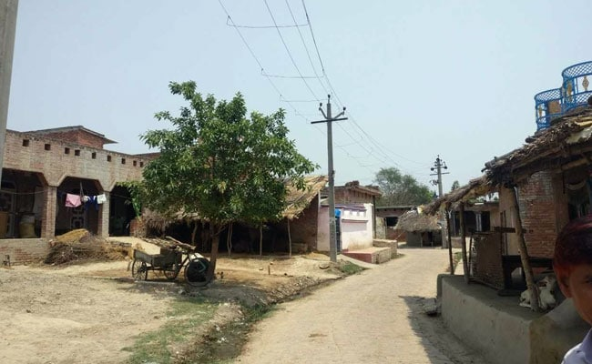 This Village In Uttar Pradesh Has No Electricity