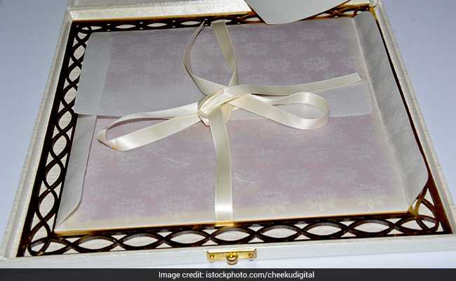 In Up Muslim Family Prints Special Cards For Hindu Guests