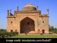 Chini Ka Rouza – Tomb of a scholar, poet and Prime Minister
