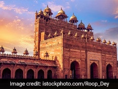 Fatehpur Sikri: A masterpiece of Indo-Islamic architecture, founded by Mughal emperor Akbar