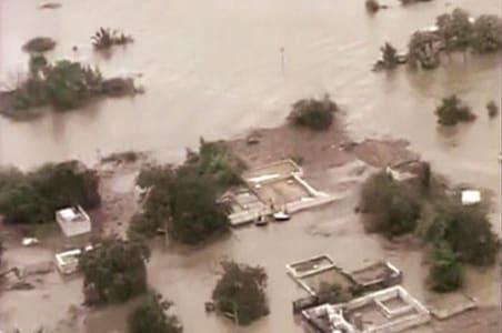 Sonia, Chidambaram conduct aerial survey of floods