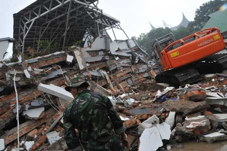 Indonesia quake: 467 dead, thousands trapped