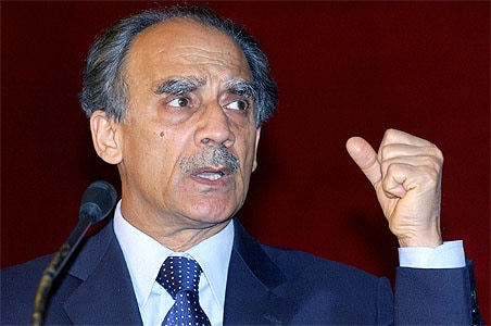 Shourie re-opens Kandahar wounds, questions Advani's version in book
