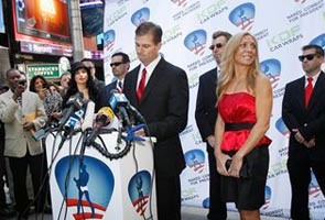 'Naked Cowboy' briefs New Yorkers on his presidential bid