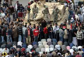 Egypt crisis: Army says it won't use force on protesters