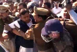Akhilesh Yadav arrested at airport