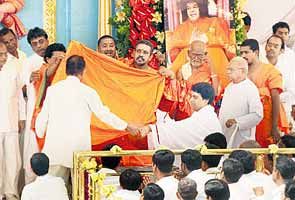 Sai Baba's Trust: Family member or devotee as head?
