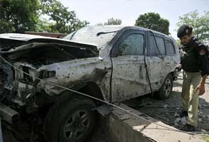 US consulate vehicle hit by Taliban suicide bomber in Pakistan, 1 dead