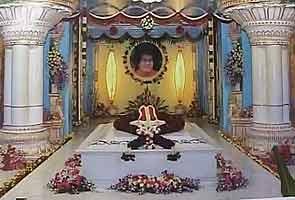 New Sai Baba maha-samadhi provokes hope, devotion