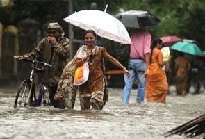 Train, air traffic disrupted due to heavy rains in Mumbai