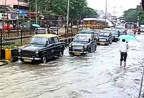 Heavy rain leads to traffic chaos in Mumbai