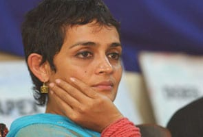 I'd rather not be Anna, says Arundhati Roy