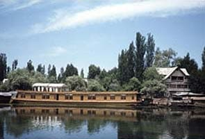 India's first floating post office, now open in Srinagar