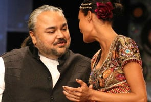 JJ Valaya 'clicks' with the LFW audience