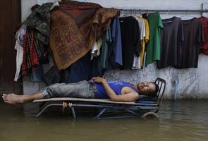 Bangkok flood defenses hold off peak coastal tides