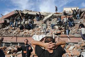 Teenager saved days after Turkey quake as toll reaches 550