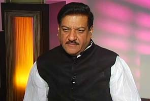 Maharashtra Chief Minister tells Anna to declare political plans