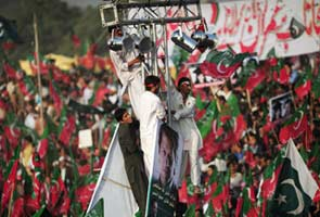 Thousands converge for Imran Khan's rally in Karachi