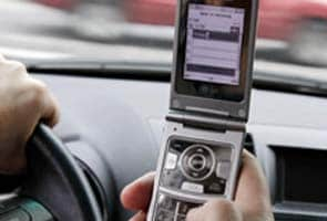 Cellphone ban for drivers, even hands-free, is urged