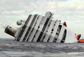 Costa Concordia passengers sue Carnival