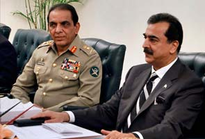 Pak government in isolation against army, courts