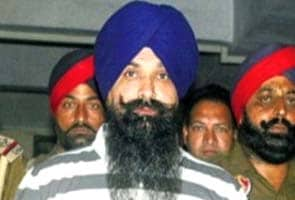Centre stays hanging of Balwant Singh Rajoana after Badal meets President