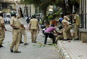 Bangalore lawyers attack reporters with stones, iron chairs