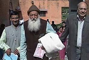 On 'Save Ganga' mission, former IIT professor battles for life