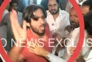 Shahid Afridi beats up fan at Karachi Airport