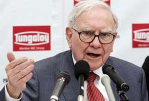 Warren Buffett diagnosed with early stage prostate cancer
